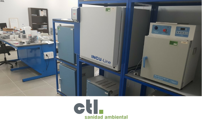 Nuestro laboratorio está especializado en analítica micro ambiental y está dotado de tecnología de vanguardia. Ofrecemos servicios a la administración pública, a la industria, y al ámbito doméstico. Estamos certificados en base a la Norma ISO 9001 - 2015.