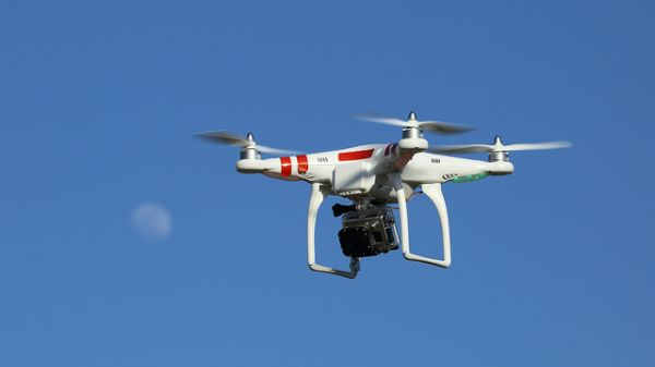 imagen dron en pleno vuelo