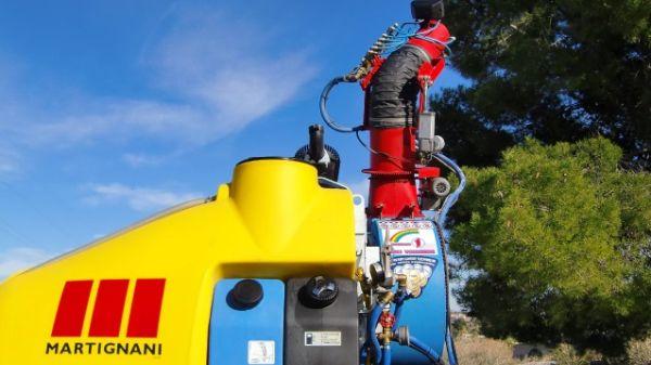 Pulverizador neumático sobre vehículo operarios CTL Sanidad Ambiental